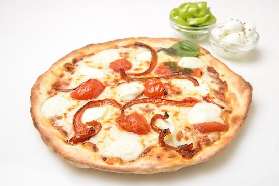 בלקנית-65-שח-רוטב-עגבניות-טרי-פלפל-קלוי-כדורי-מוצרלה-גבינת-עזים-ושרי-קלוי-במרינדת-בזיליקום. (1)